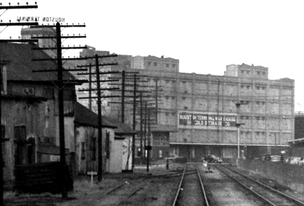 Houston Terminal Warehouse Cold Storage Co. Compare the north face and top of that building to the same building in the TxDOT image (second above).  sc 1 st  Texas Railroad History & www.txrrhistory.com - Tower 108 - Houston (Bonneru0027s Point)
